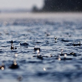 雨又在下了,我想你了