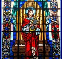 中世纪哥特教堂彩色玻